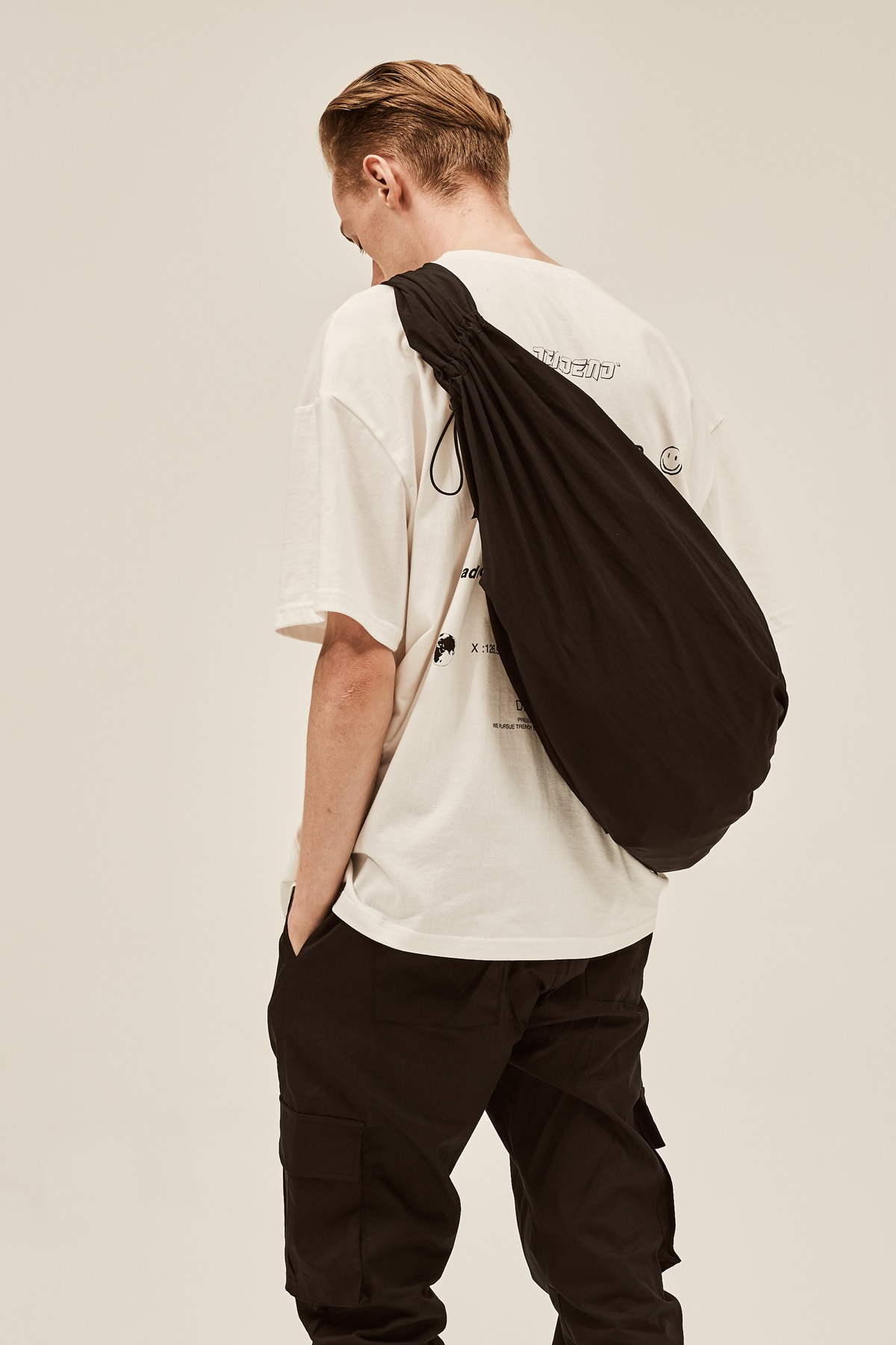 BLACK BUNDLE STRING BAG