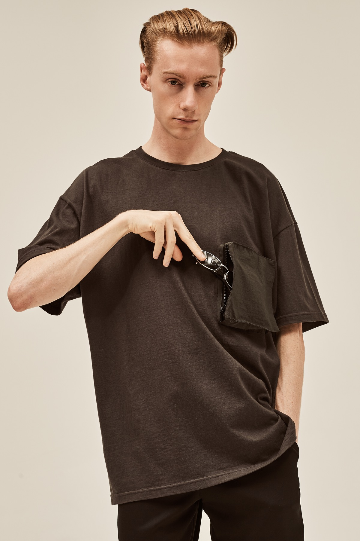 CHRACOAL POCKET DOCKING T-SHIRTS