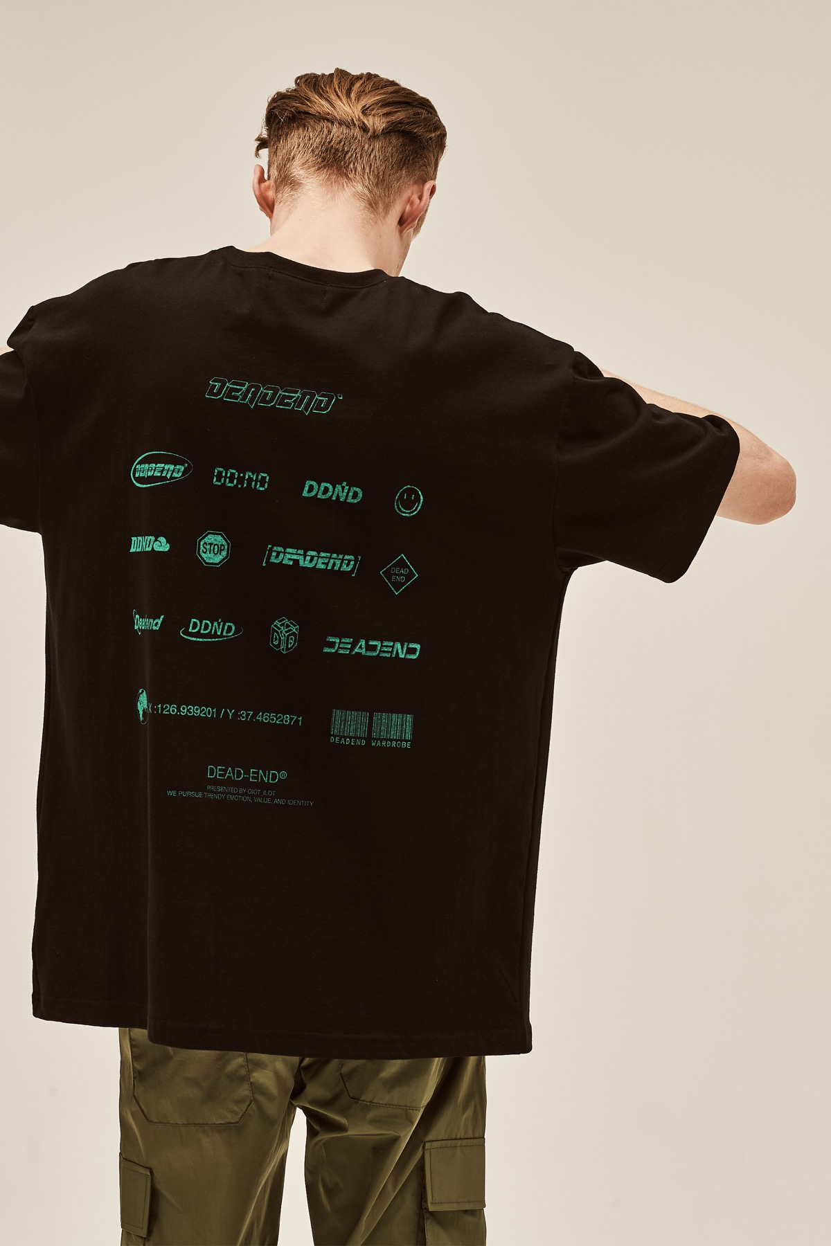 BLACK LOGO PLAY T-SHIRTS