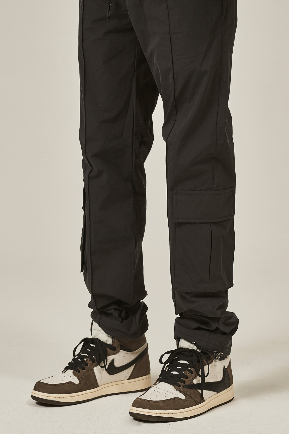 BLACK PINTUCK CARGO STRING PANTS