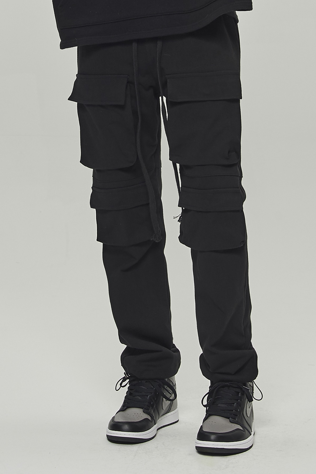 BLACK MULTI POCKET CARGO STRING PANTS