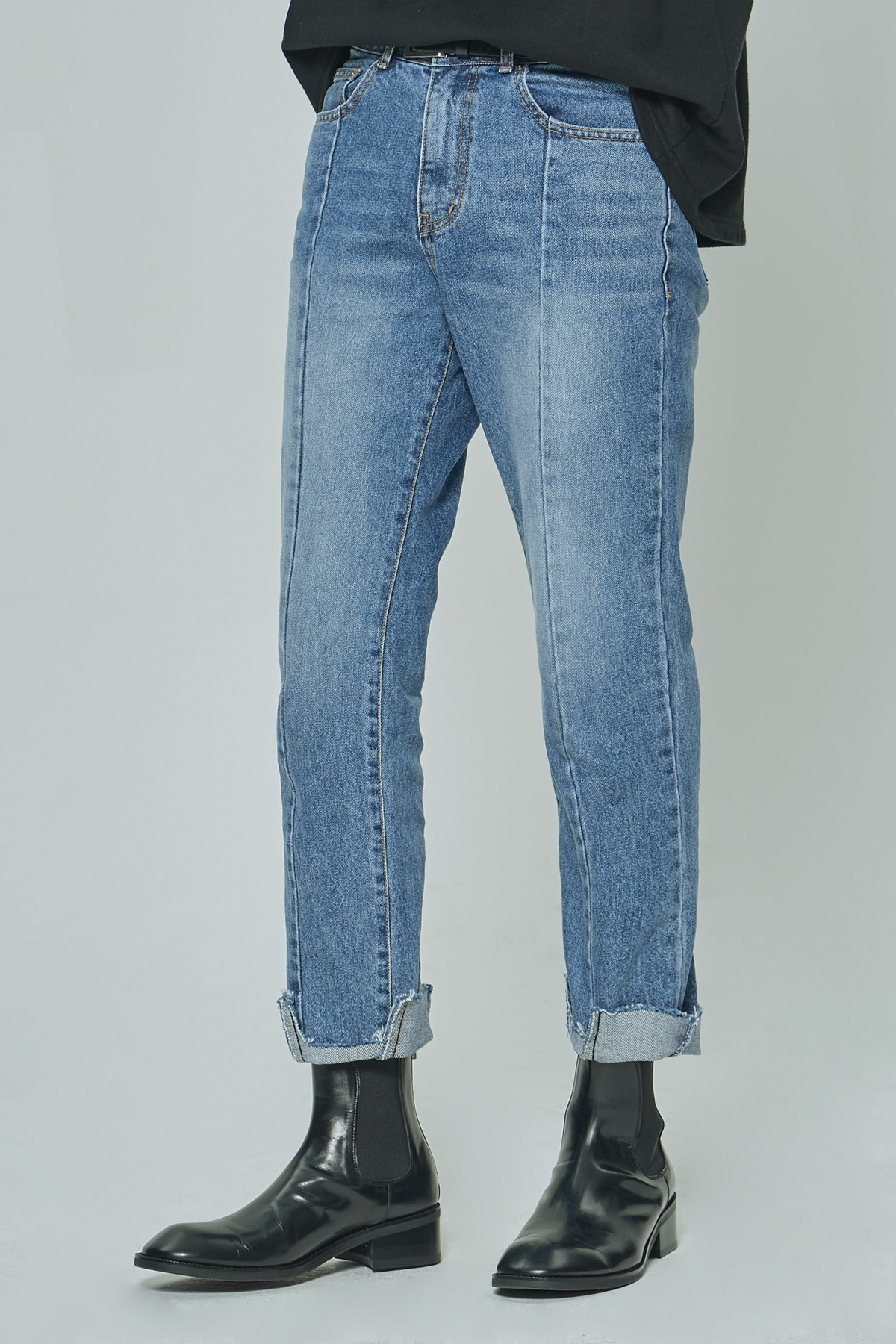 IMBALANCE TAPERED CROPPED JEANS