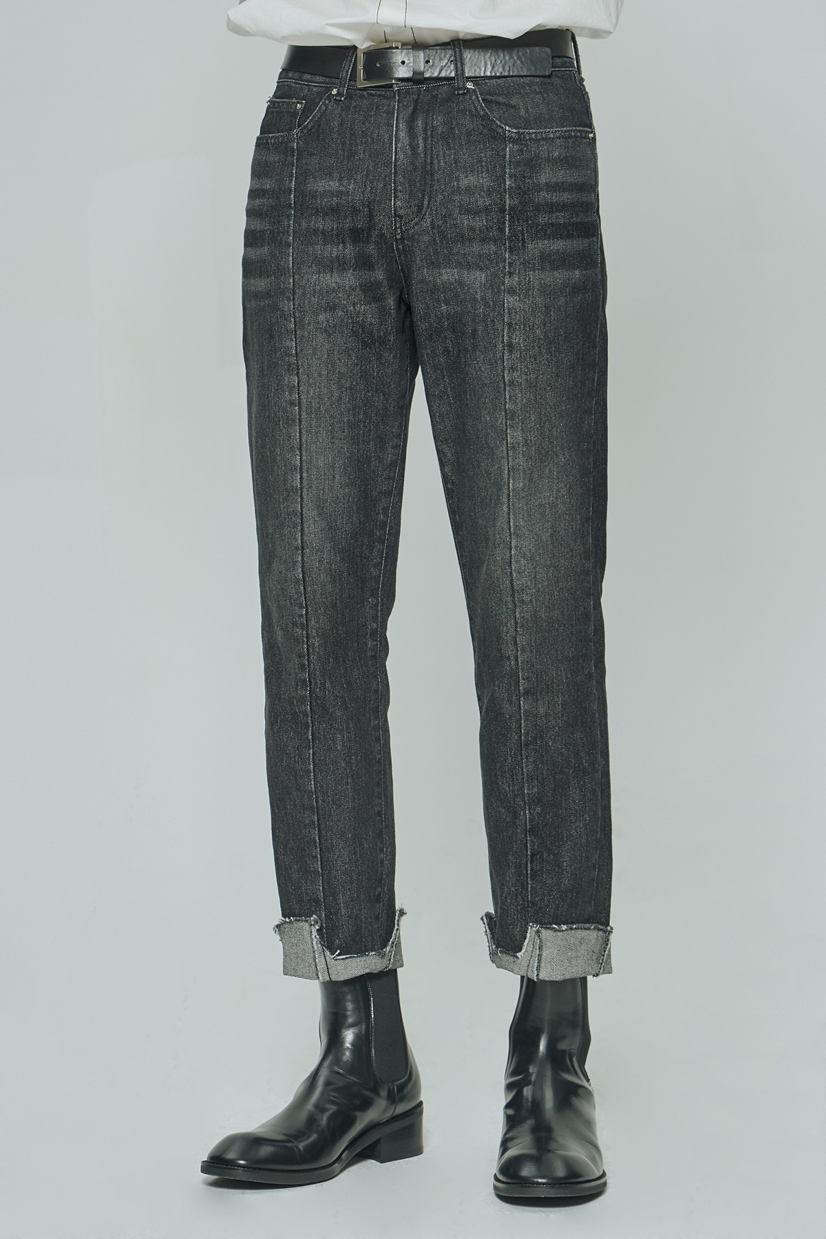 BLACK IMBALANCE TAPERED CROPPED JEANS